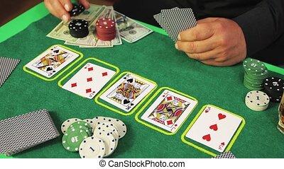 joueur, chips, poker, gros plan, mains haut, risqué, en mouvement, cueillette, lentement