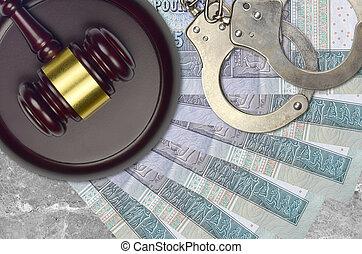 judiciaire, concept, livres, police, juge évaluation, factures, impôt, ou, tribunal, 5, menottes, marteau, desk., bribery., égyptien, action éviter