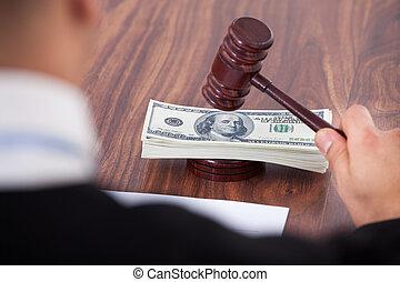 juge, frapper, billets banque, maillet
