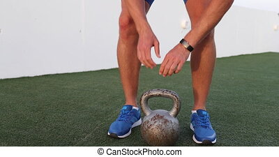 kettlebell, formation, levage, homme, gymnase, activité, traqueur, commencer, fitness