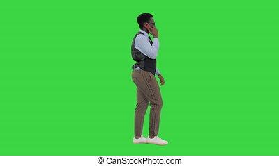 key., conversation, chroma, business, quoique, téléphone, africaine, jeune, sourire, vert, homme, américain, marche, écran