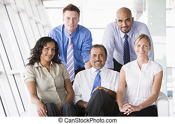 key/selective, (high, businesspeople, intérieur, cinq, focus), sourire