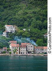 kotor, maisons, levée, côtier, fumée