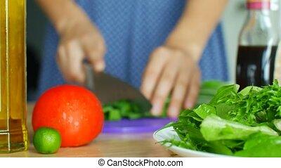 légumes, crumbles, femme, salad., couteau, partage, ingrédients