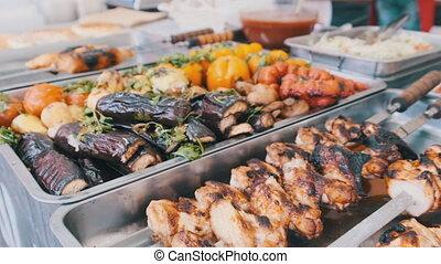 légumes grillés, magasin, repas, viande, fenêtre., tribunal, nourriture, rue