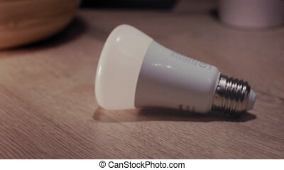 lampe, cueillette, main, mené, intelligent, haut, maison