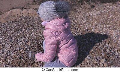 lancement, pierres, petite fille