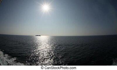 large, très, lentille, sun., mer, bateau