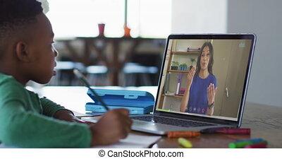 leçon, garçon, ligne, ordinateur portable, africaine, utilisation, américain, séance, avoir, bureau, école