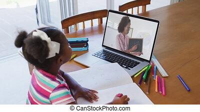leçon, ligne, ordinateur portable, africaine, utilisation, girl, américain, séance, avoir, bureau, école