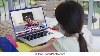 leçon, mélangé, ligne, ordinateur portable, utilisation, girl, séance, avoir, course, bureau, école