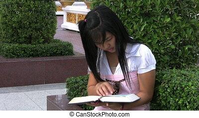 lecture fille, asiatique, elle, bible