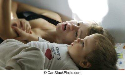 lecture garçon, histoires, mère