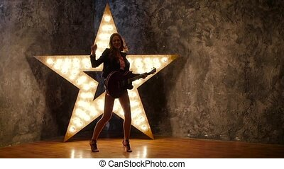 lent, étoile, électrique, danse, guitare, arrière-plan., mouvement, sexy, girl, silhouette, briller