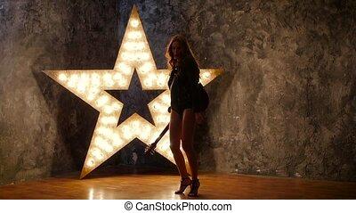 lent, étoile, électrique, danse, guitare, rocher, arrière-plan., mouvement, silhouette, girl, briller