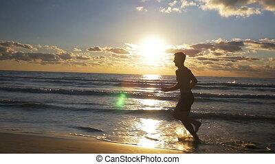 lent, athlète, mouvement, coucher soleil, mâle, plage, séance entraînement
