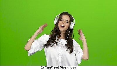 lent, elle, écouteurs, screen., mouvement, brunette, vert, fun., avoir, oreilles