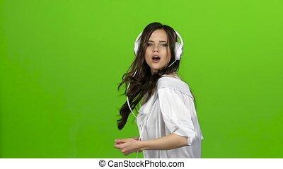 lent, elle, danse, écouteurs, screen., mouvement, vert, elle, amours, tournoiements, girl, music., oreilles