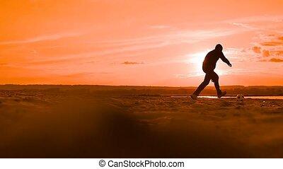 lent, haut, mouvement, balle, coucher soleil, vidéo, lancements, homme