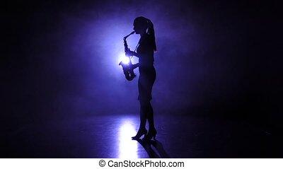 lent, jeux, enfumé, silhouette., mouvement, saxophone, studio, femme