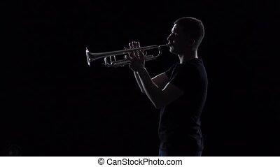 lent, jeux, trumpeter., mouvement, arrière-plan noir, studio, mélodie, homme