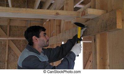 lent, lui-même, maison, constructeur, motion., finger., battements, arbre., 4k, construction, marteau, cadre, bâtiment.
