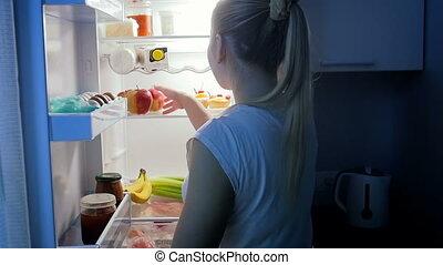 lent, pomme mangeant, prendre, jeune, affamé, mouvement, femme, vidéo