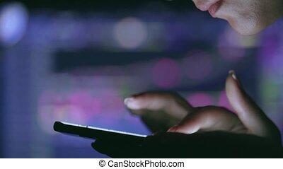 ligne, toucher, fonctionnement, étranger, données, stockmarket, femme, smartphone, écran, diagramme, concept, brouter, commerçant, marché, stocker commerce, échange, floor.