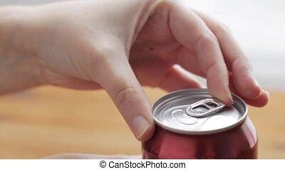 limonade, ouverture, boisson, main, boîte, soude, ou