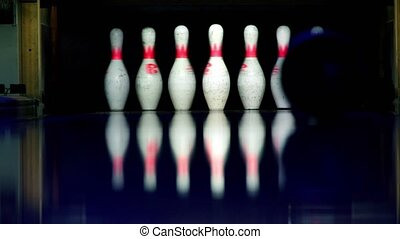 lit, couloir, balle, skittles, sombre, battements, bowling, rouleaux