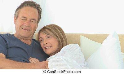 lit, couple, leur, agréable
