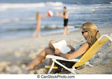livre, plage., lecture, maman