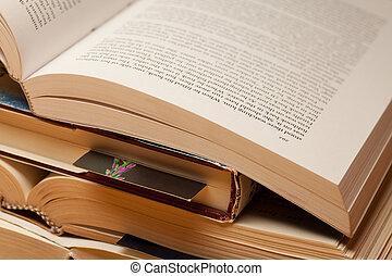 livres, ouvert, pile