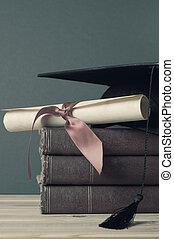 livres, -, rouleau, degré, mortarboard, tonalités, fané, remise de diplomes