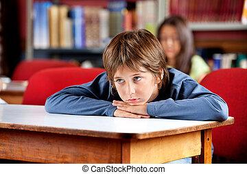 loin, regarder, quoique, penchant, table, percé, écolier