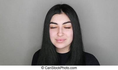 long, appareil photo, modèle, girl, regarde, studio, sans, yeux, jeune, noir, maquillage, cheveux bruns, beau, sourires