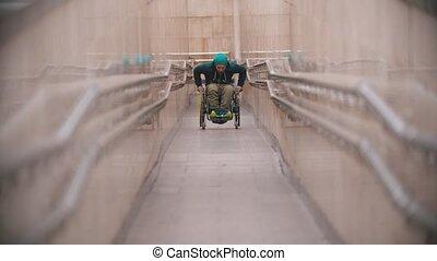 long, obtenir, homme desactivé, rampe fauteuil roulant, spécial, haut