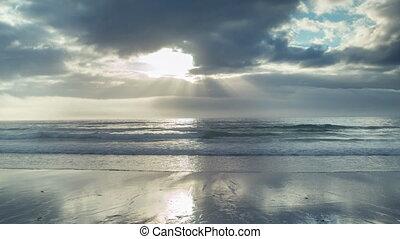 loopable, ciel coucher soleil, vidéo, nuages mouvement, méditerranéen, sur, mer
