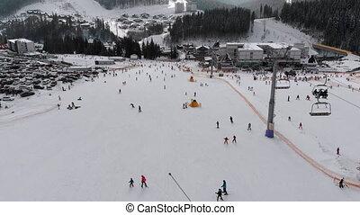 lot, pentes, vue aérienne, ascenseurs, ski, recours, ski, gens