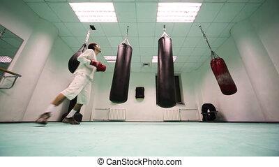 lourd, poinçons, sauts, boxe, deux, gymnase, grand, sac, part3, gants, frapper, homme
