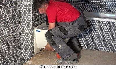 lourd, toilette, salle bains, habile, pendre, moderne, ouvrier, nouveau, bol, moule, homme