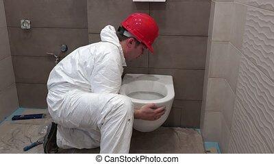 lourd, toilette, salle bains, ouvrier, moderne, bol, professionnel, pendre, nouveau, moule, homme