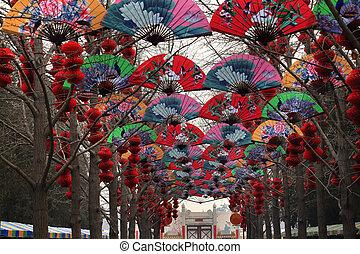 lunaire, papier, nouvel an, lanternes, rouges, décorations, chinois, chanceux, ventilateurs
