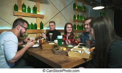 lunch., amis, groupe, avoir, restaurant