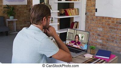 mâle, caucasien, leçon, ligne, ordinateur portable, utilisation, séance, avoir, bureau, prof, école
