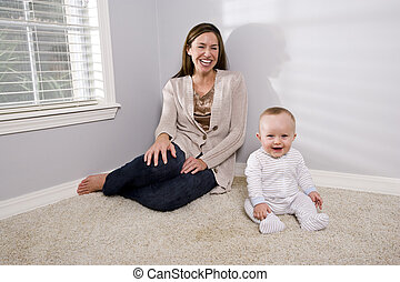 mère, bébé, heureux, séance, moquette