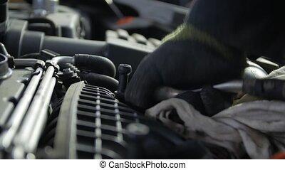 mécanicien moteur, réparation