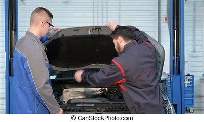 mécanique, service, voiture, deux, ouvrez capuchon