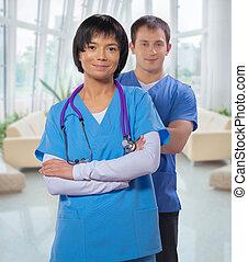 médecins, armes traversés, deux