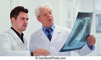 médecins, mâle, regard, rayon x, deux